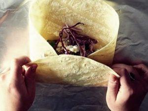 como enrollar un burrito